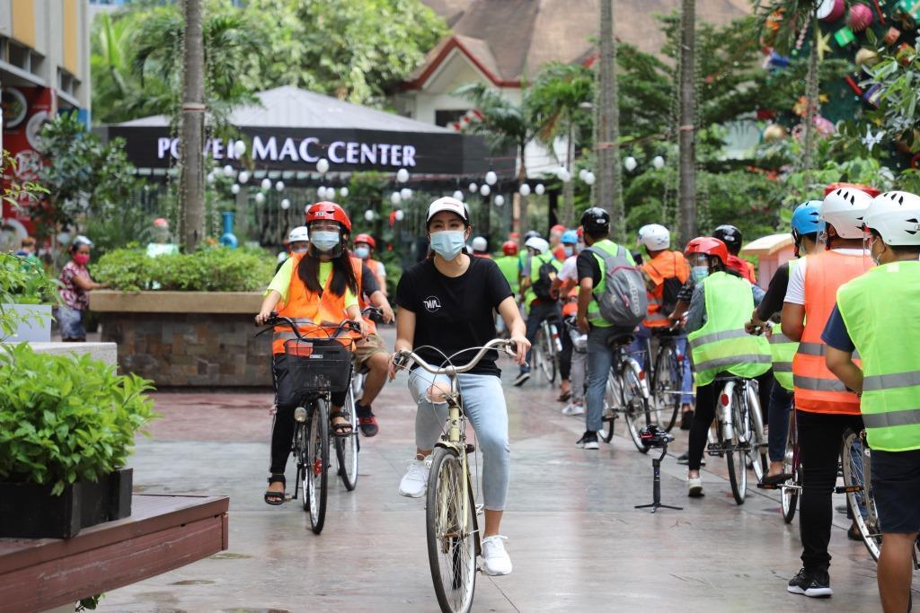 Power Mac Center and Gretchen Ho donated bicycles to people who find it difficult to commute to work because of the COVID-19 pandemic. Image credit: Power Mac Center